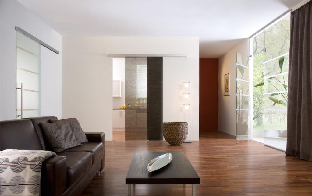 Раздвижные или откатные стеклянные двери